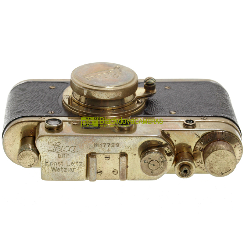 Fotocamera a telemetro M39 con Elmar 50mm. f3,5. Fedele replica Leica dorata.
