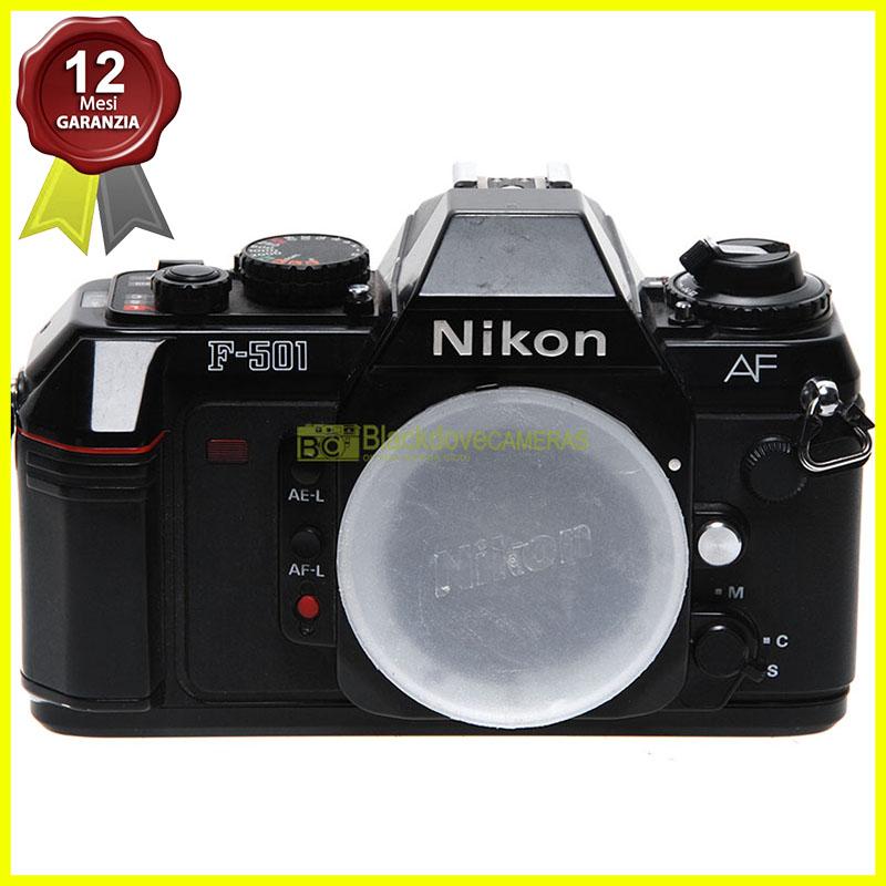 Nikon N2020 (F501) fotocamera reflex autofocus a pellicola. N-2020 body usata